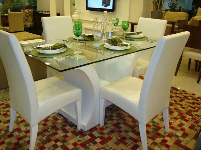 Mesa De Sala De Jantar Branca ~  , toda de laca branca, com a base bem moderna, e tampo de vidro