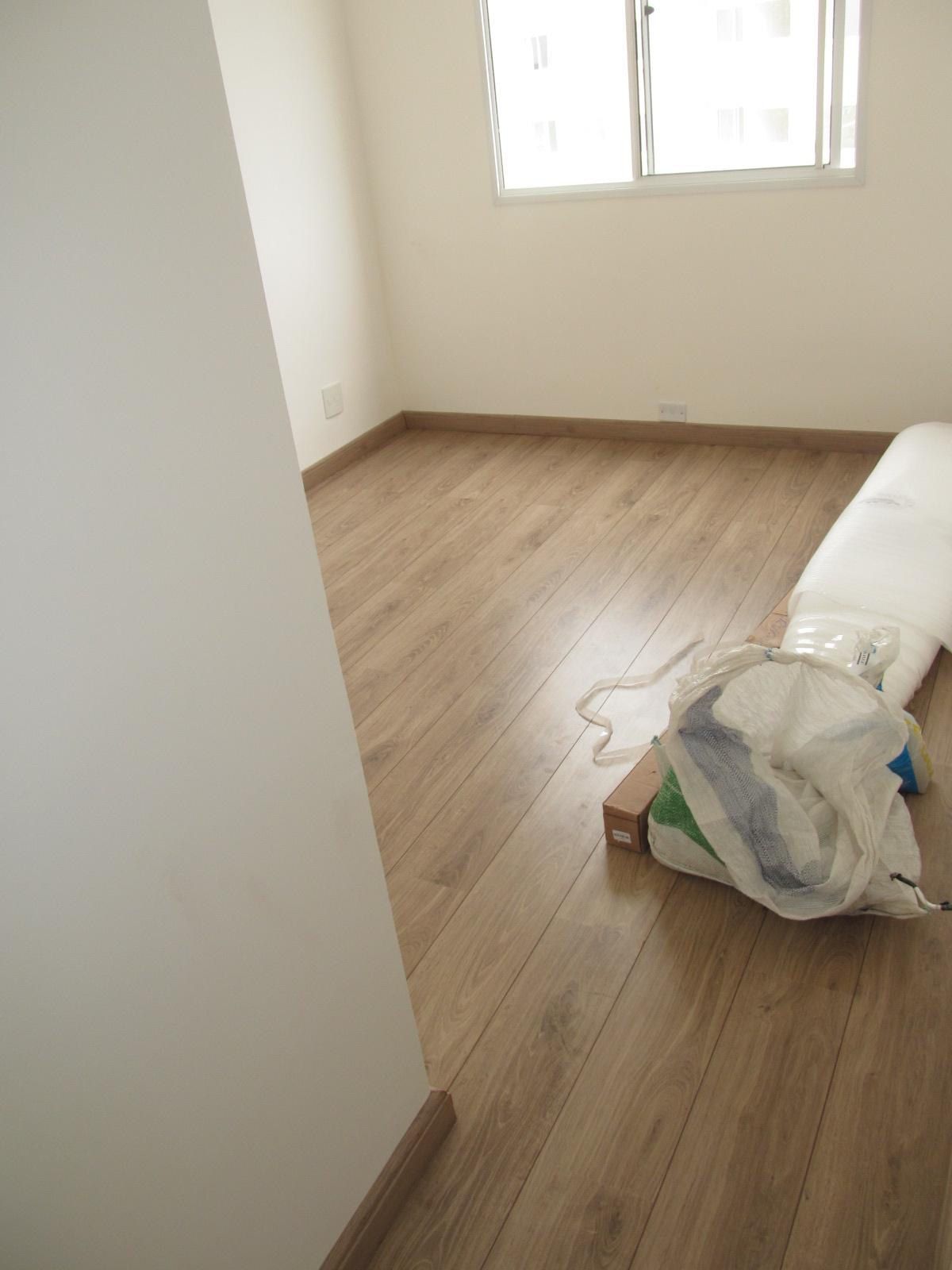A saga do piso parte 5 laminado finalmente instalado for Pisos apartamentos pequenos