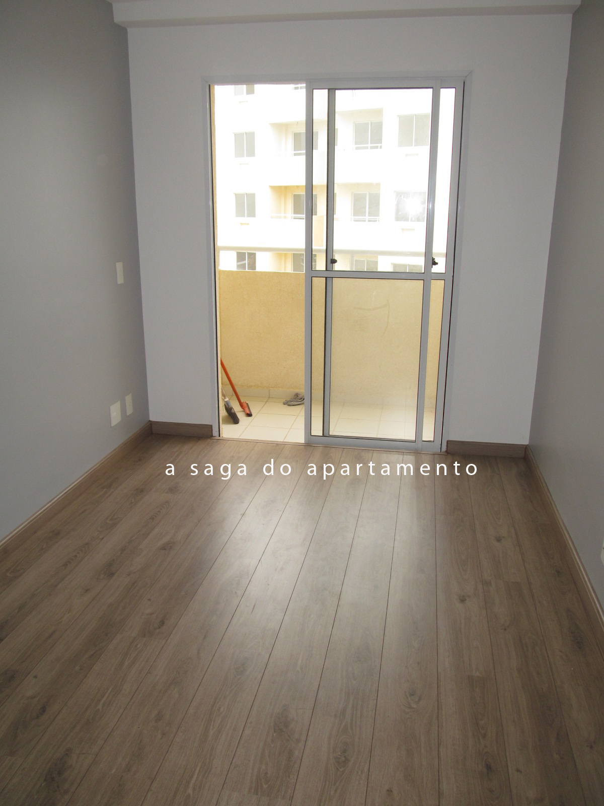A saga do piso parte 5 laminado finalmente instalado for Piso laminado instalado
