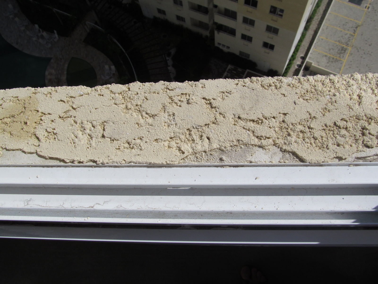 #776C54 monocapa de revestimento externo. Em seguida ele fez como que uma  892 Montar Uma Janela De Aluminio