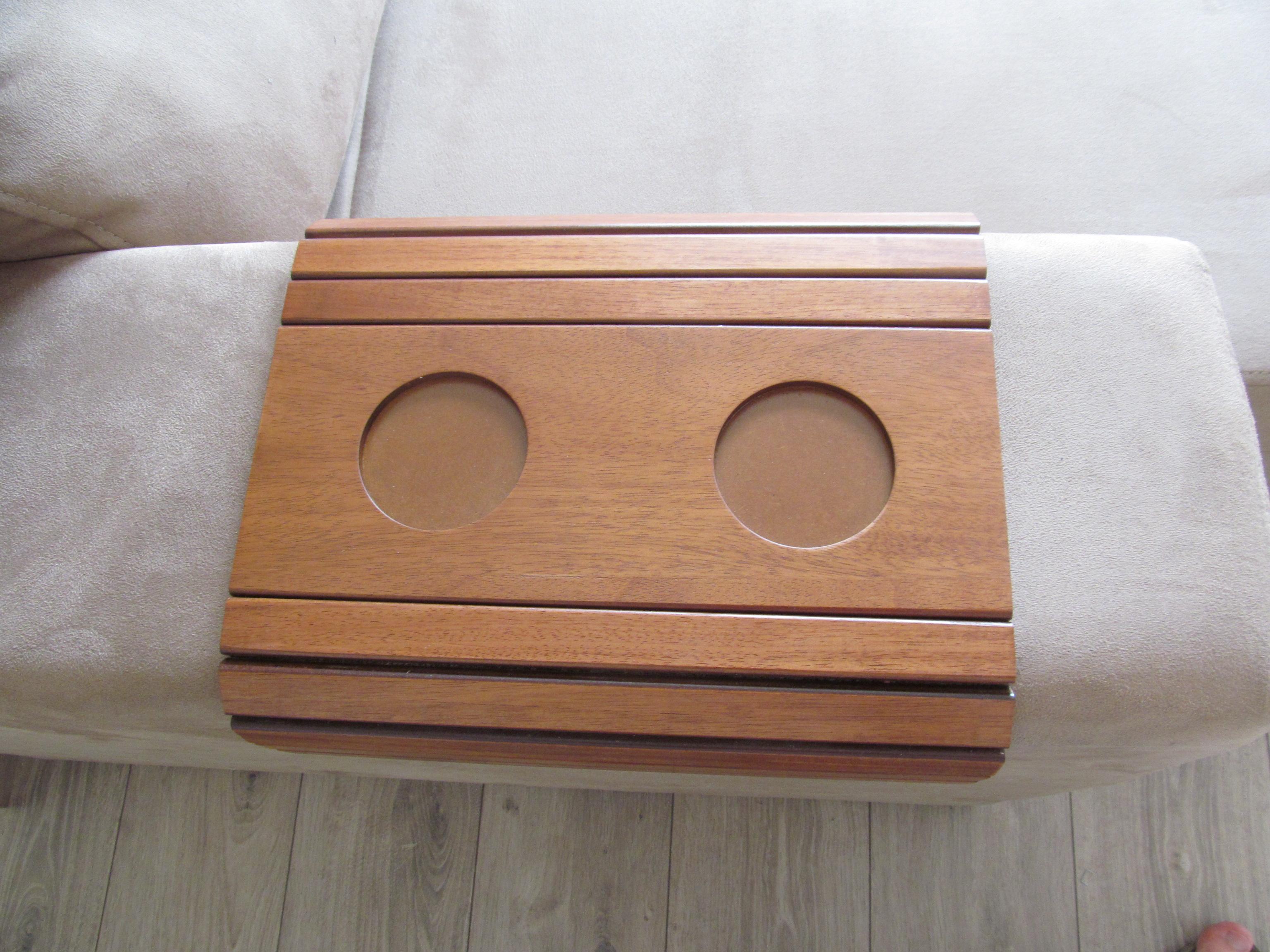 Acho bem bonitos esses porta copos para colocar no braço do sofá. #915A3A 3072x2304