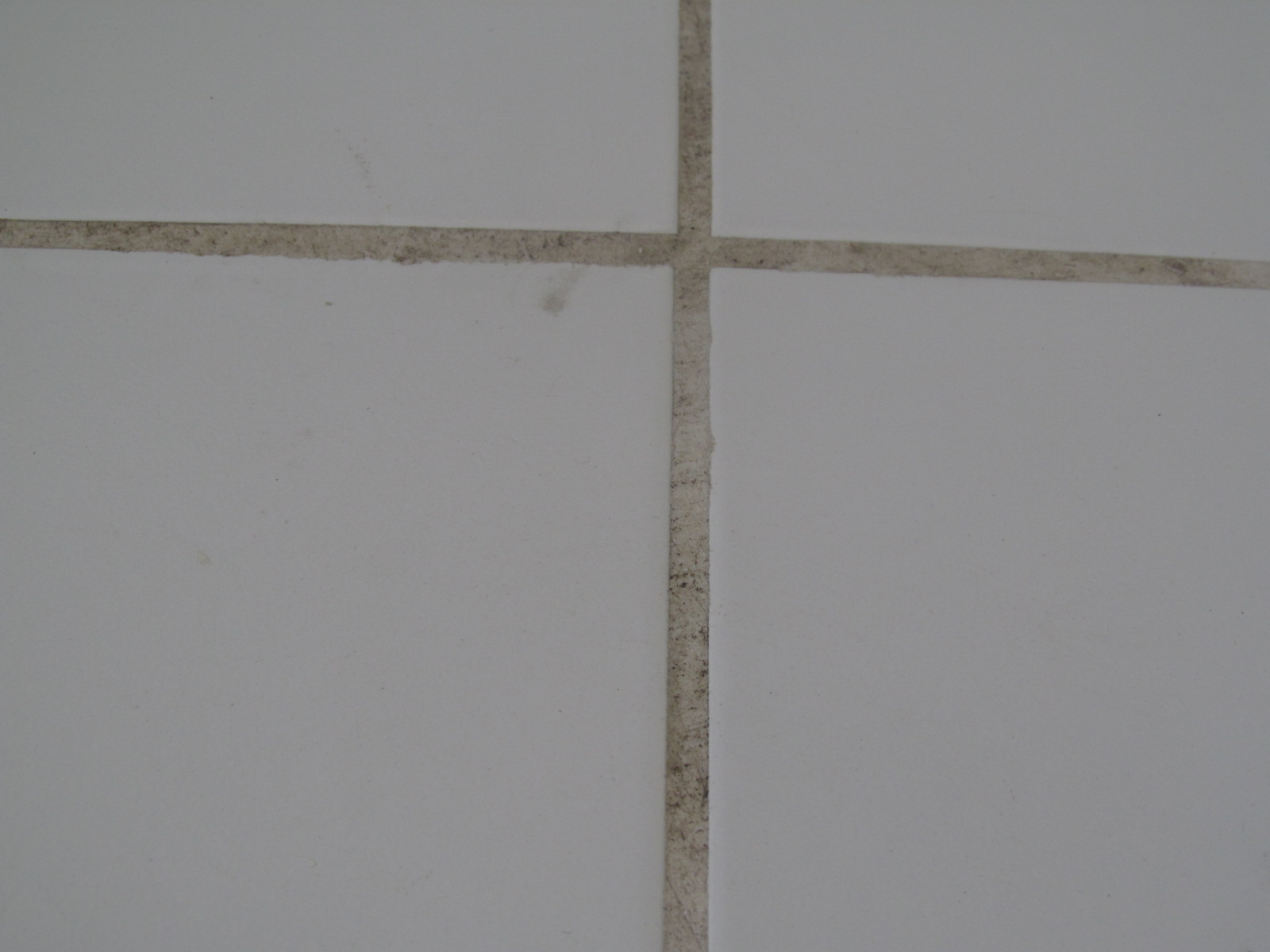 agora revitalizada… :) #595147 1600x1200 Banheiro Branco Com Rejunte Escuro