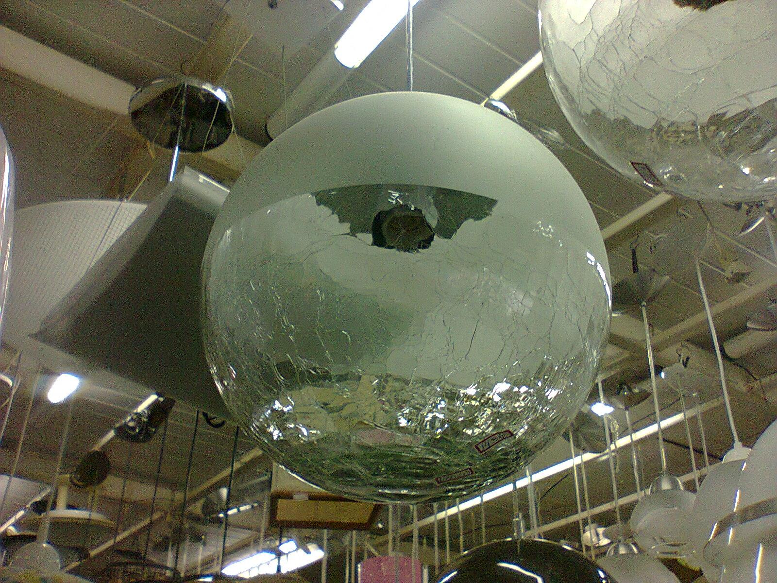 #4B5D80 Esse pendente é muito interessante com vidro craquelado na parte  1600x1200 px Banquetas Para Cozinha Americana Leroy Merlin_2821 Imagens