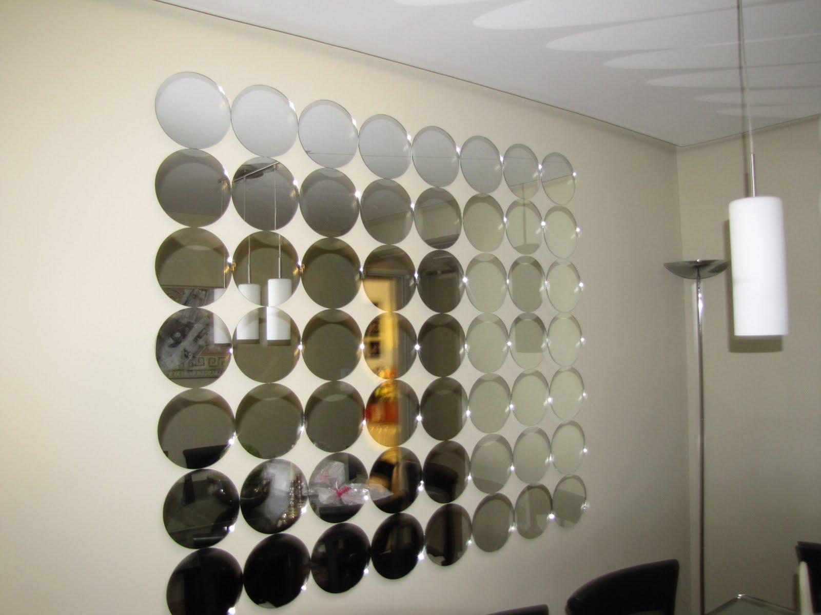 #9B7730  arquiteta Gabriela Dardis desta vez com espelhos em formato circular 1600x1200 píxeis em Decoração De Sala De Estar Com Espelhos
