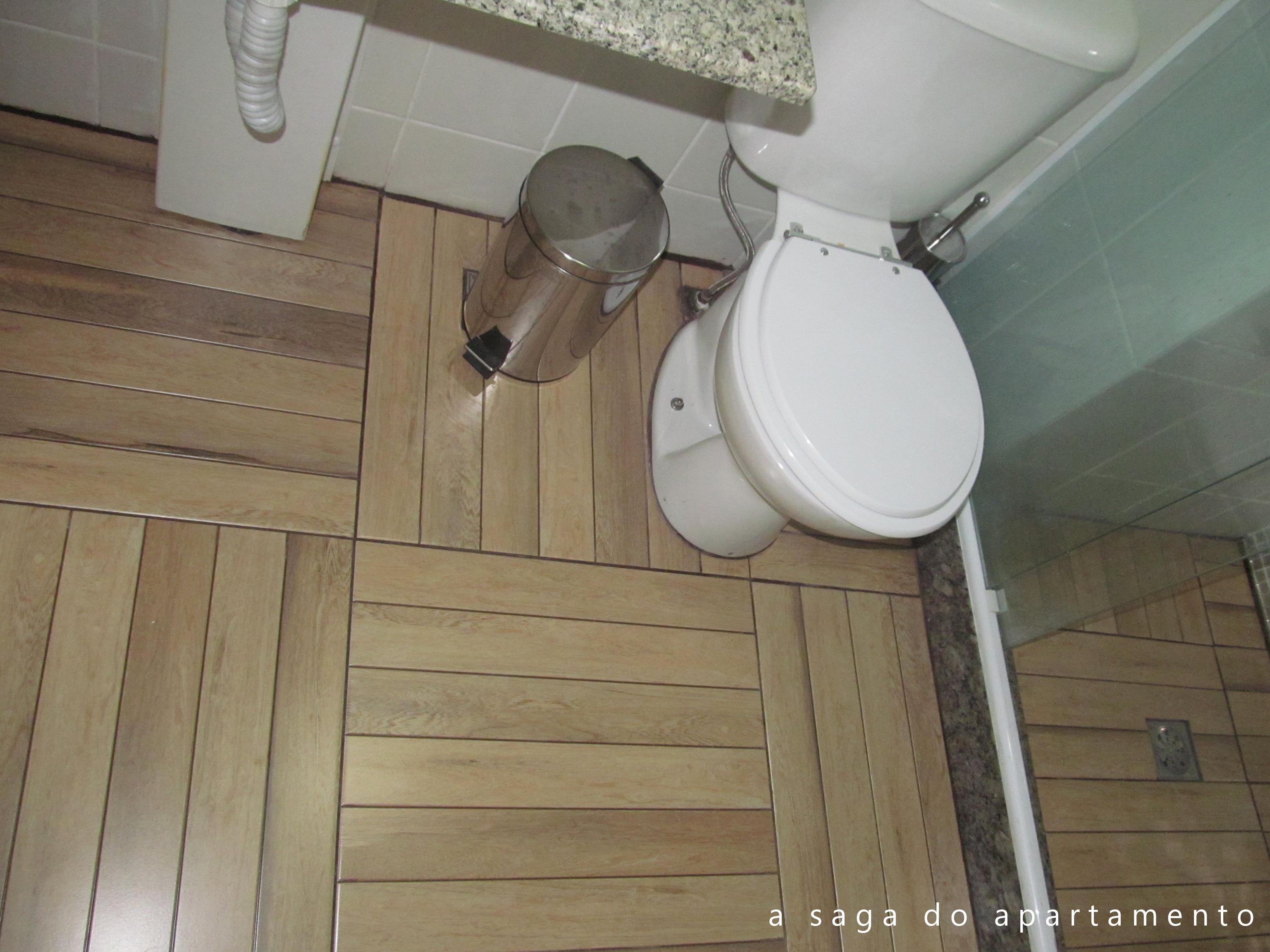 de Madeira? Revestindo Banheiro e Varanda DECORAÇÃO DE INTERIORES #5E4E3E 3072x2304 Banheiro Com Janela Interna
