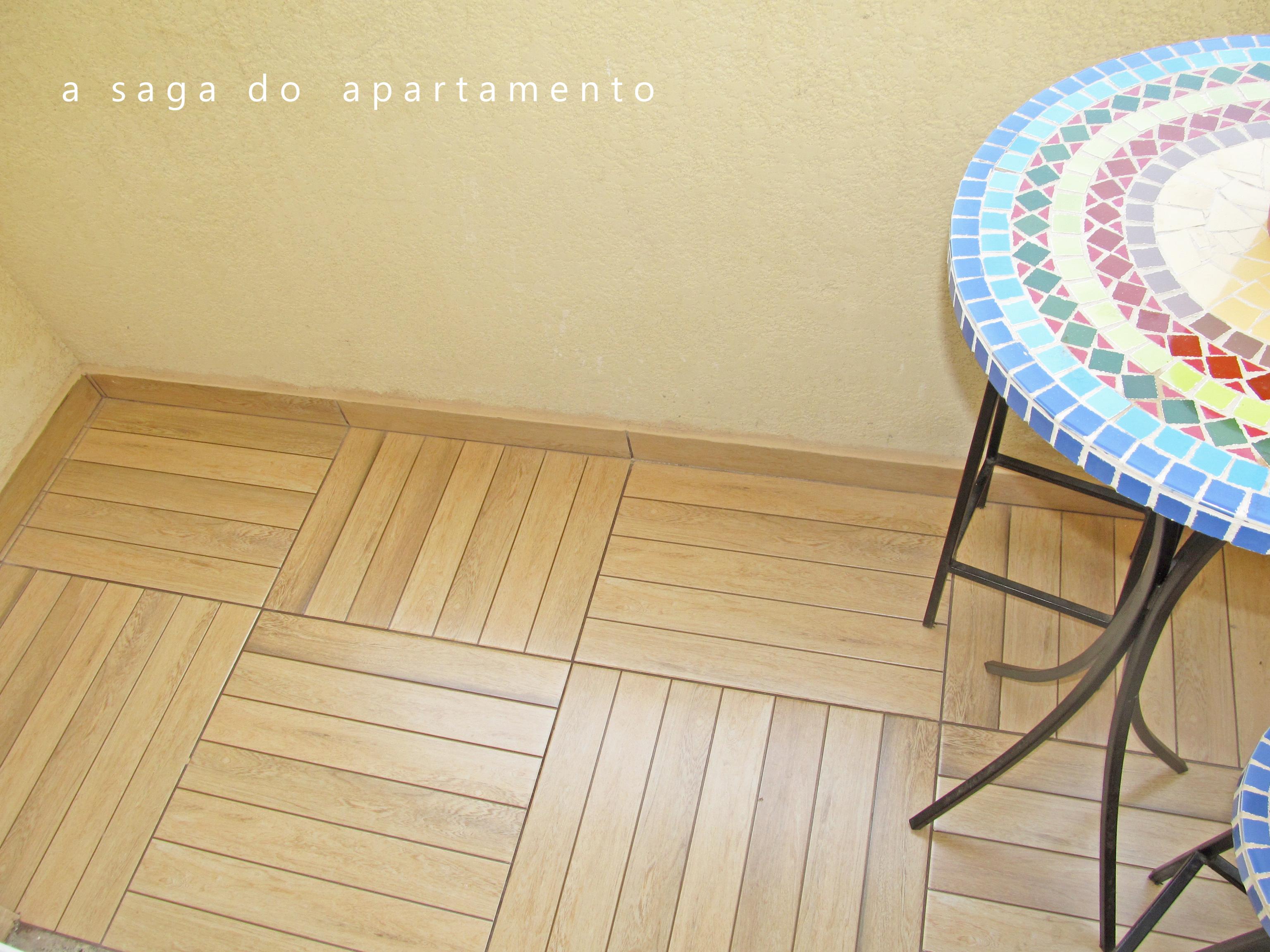 Deck de Madeira? Revestindo Banheiro e Varanda a saga do apartamento #2577A6 3072x2304 Banheiro Box Amadeirado