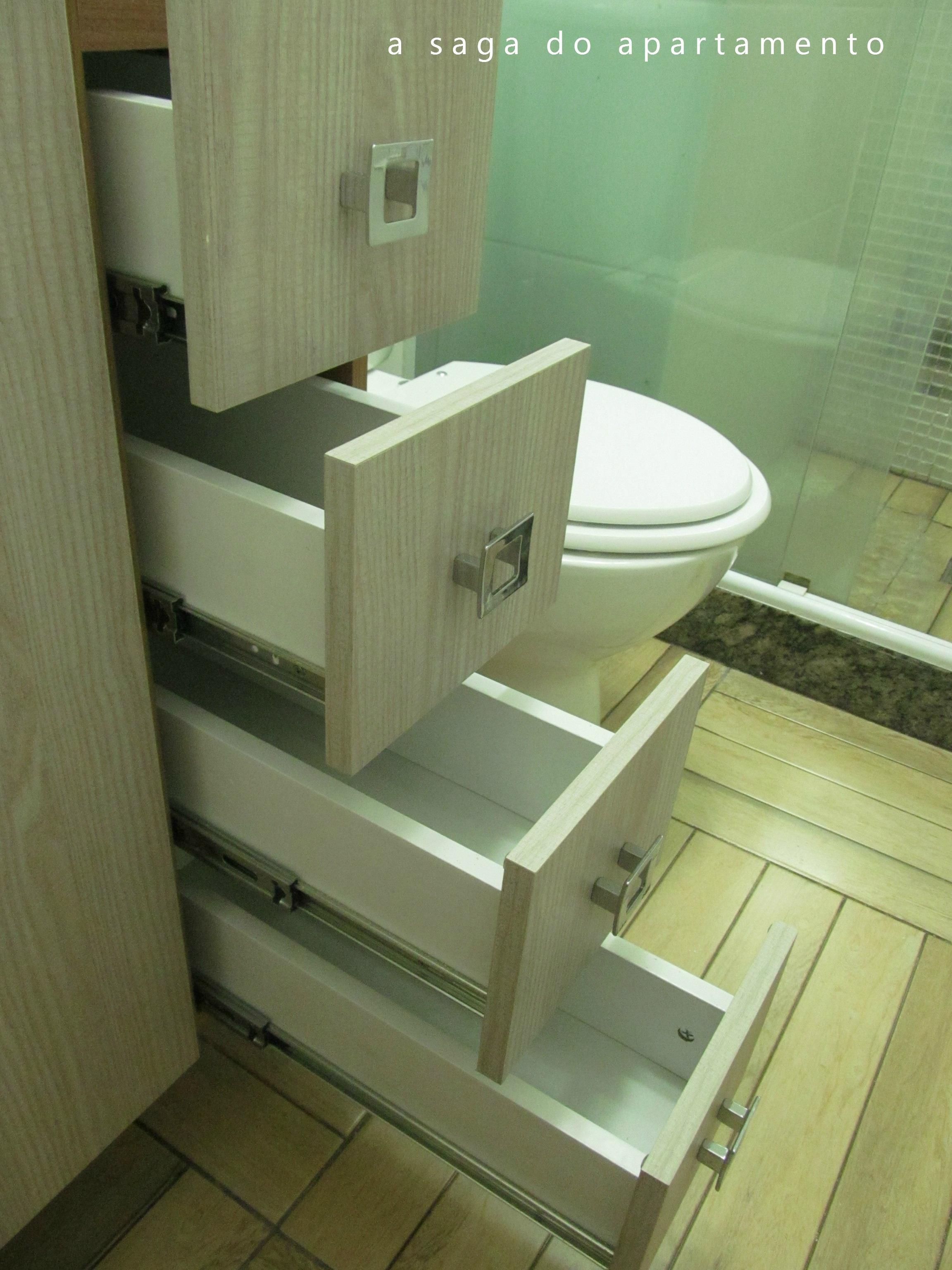 Todas as gavetas tem corrediças telescópicas deixando o abrir e  #7E8744 2304x3072 Armario Banheiro Coluna Pia