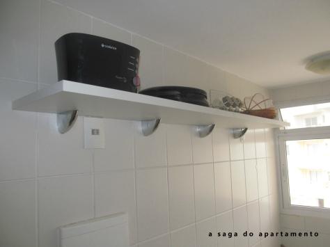 despensa cozinha prateleiras brancas