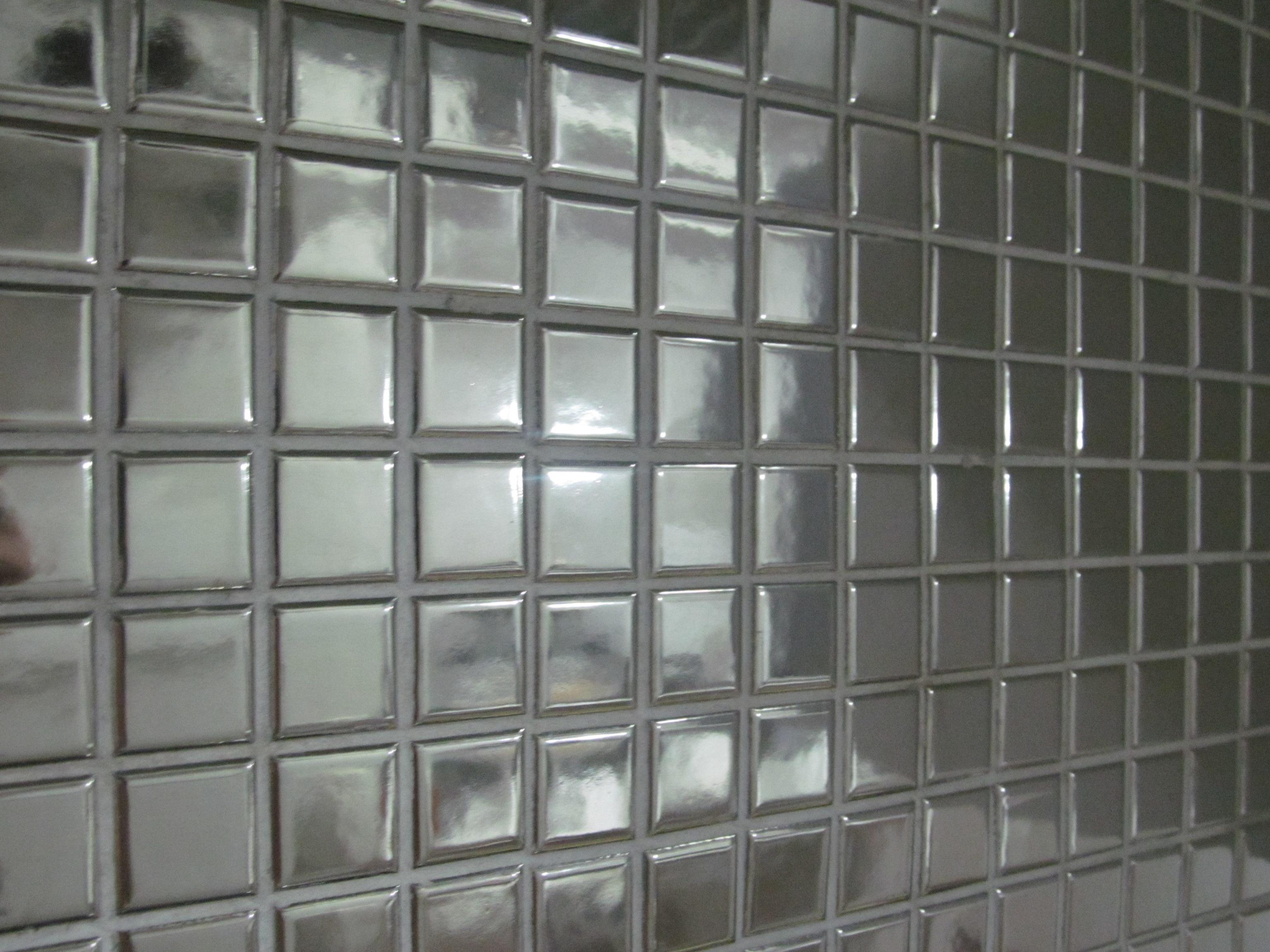 Reavaliando a compra… das Pastilhas de Espelho e Inox (Pastilhart) #5E6D65 3072x2304 Banheiro Branco Com Rejunte Cinza