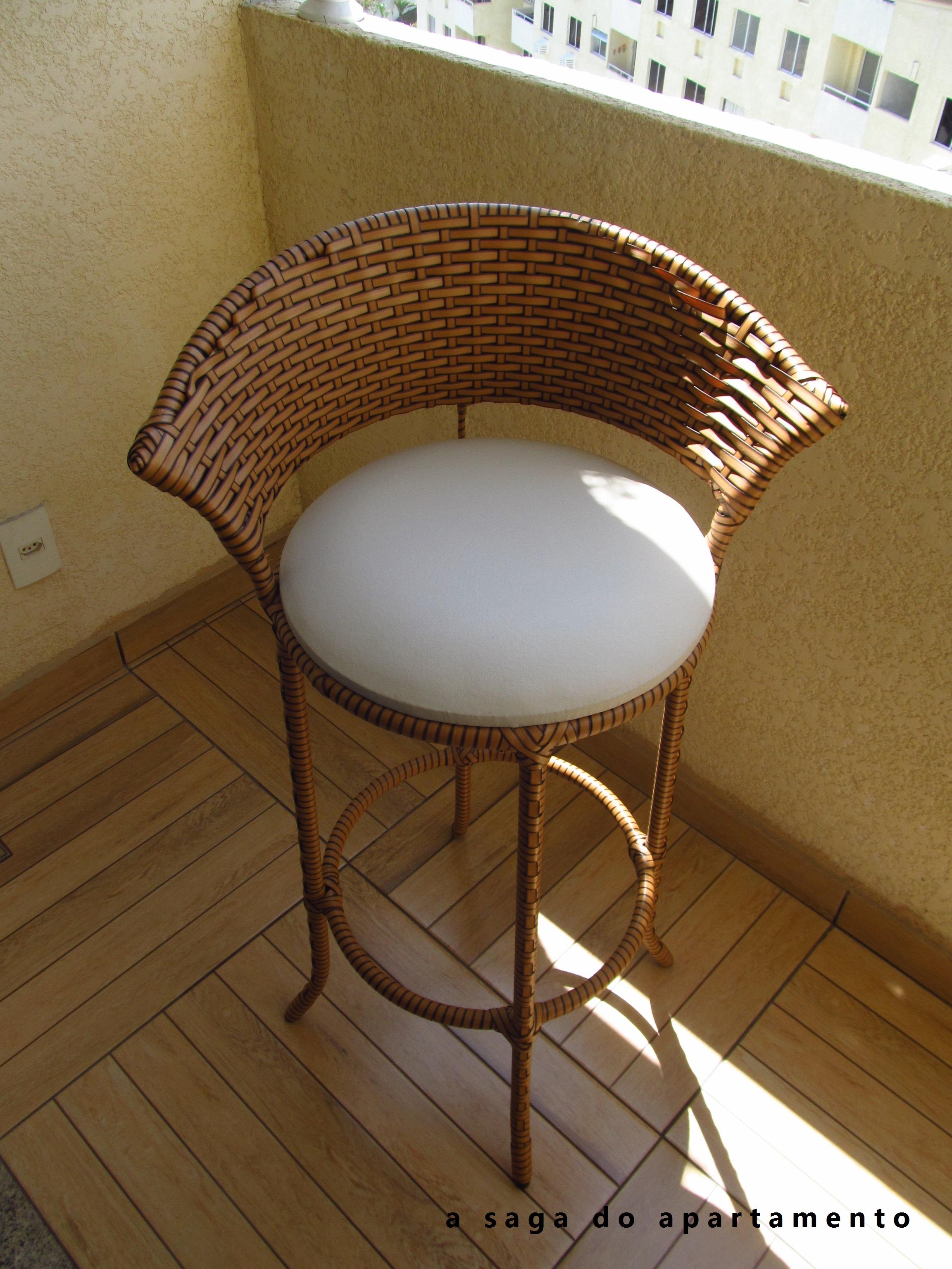 #442B17 banqueta é muito confortável e dá um ar ainda mais aconchegante  2304x3072 px Banquetas Para Cozinha Americana Em Madeira_2797 Imagens