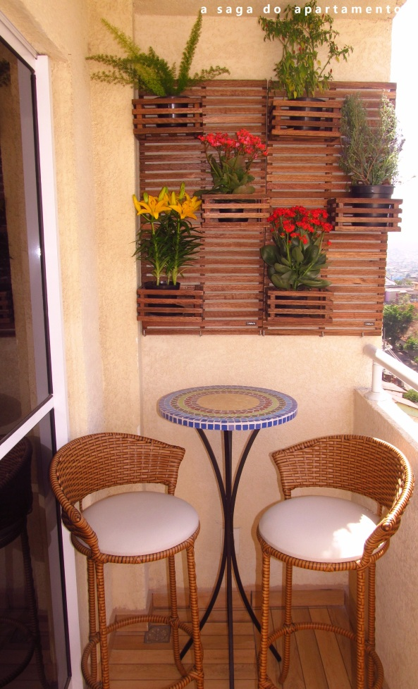 jardim vertical apartamento pequeno:Jardim Vertical: Floreira para Varanda