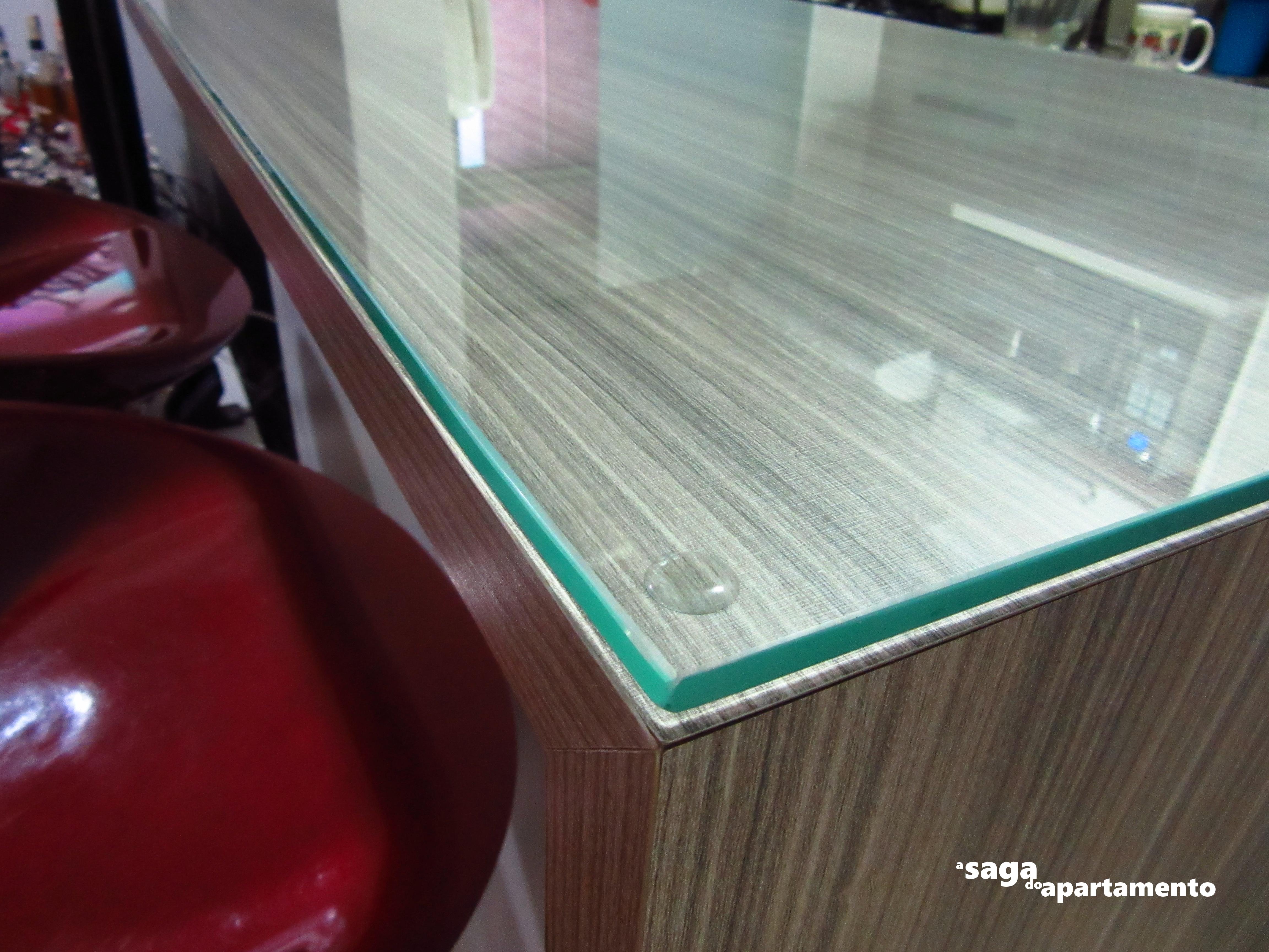 se repararem bem o vidro é um pouquinho de nada menor que o tampo #237A70 4608x3456