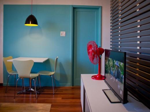 porta colorida mesma cor parede