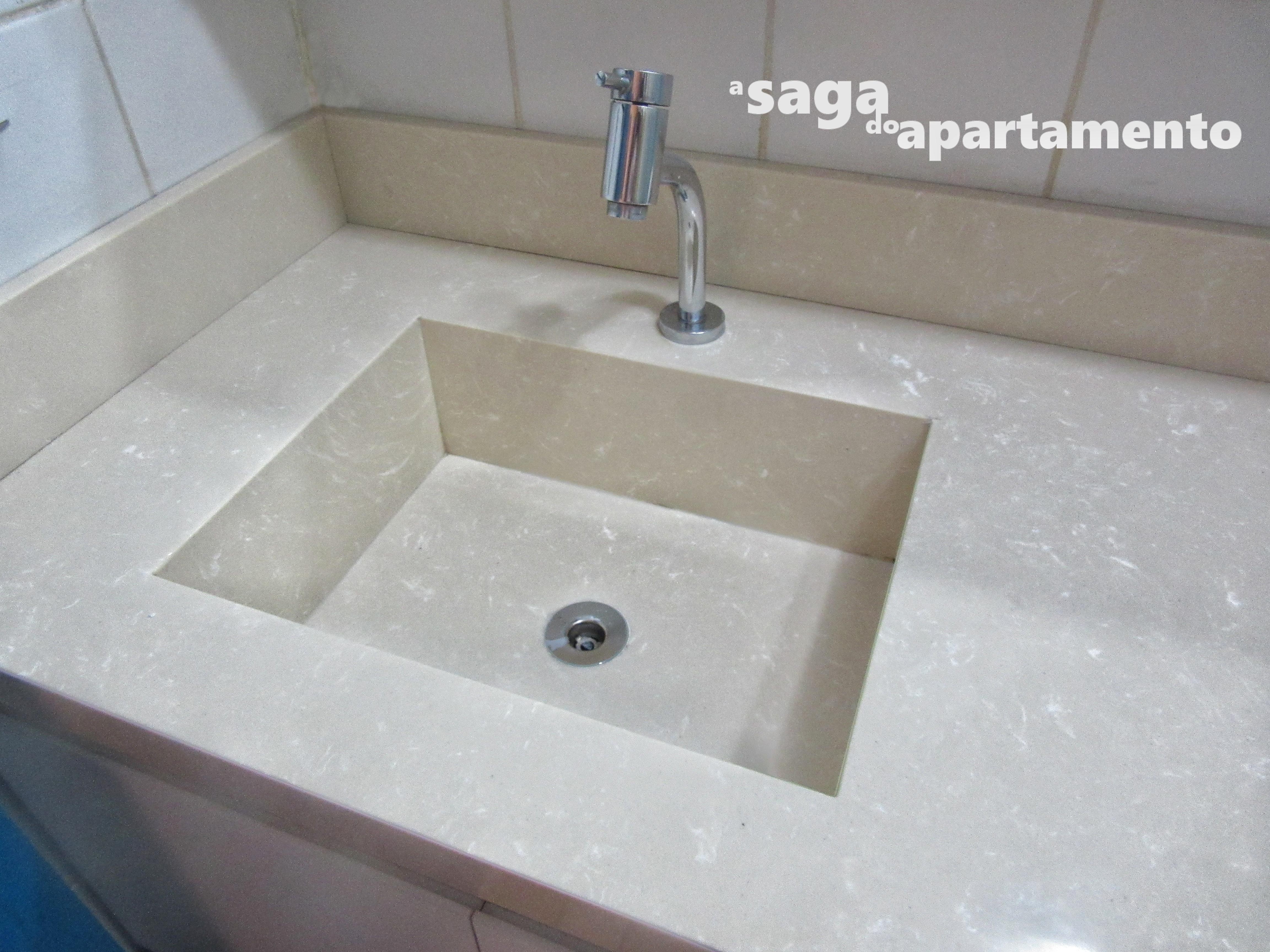 Reforma do Banheiro parte 1: Bancada de Mármore com Cuba Esculpida #2A455D 4608x3456 Bancada Banheiro Saia